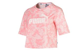 CAMISETA ELEVATED ESSENTIALS CROPPED LOGO AOP ROSA MUJER