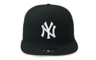 <center><b>New Era</b><br > <em>GORRA NY YANKEES ESSENTIAL 59FIFTY NEGRO BLANCO</em>