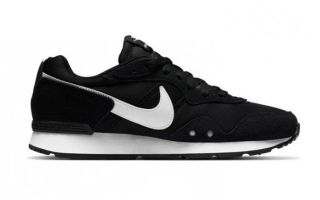 Nike VENTURE RUNNER BLACK WHITE WOMEN
